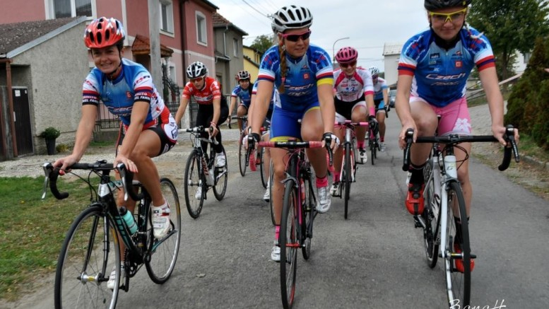Pavlína Šulcová s týmovými kolegyněmi.